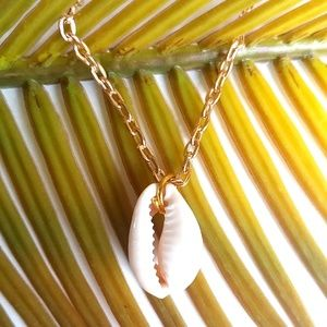 Jewelry - Seashell Necklace Goldtone Summer Vacation Travel